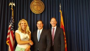 Governor Doug Ducey and SRWHMG president Simone Netherlands and Greg Patterson with AWHPC.